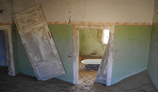Ghost Town & Flamingoes: A Trip to Kolmanskop & Luderitz