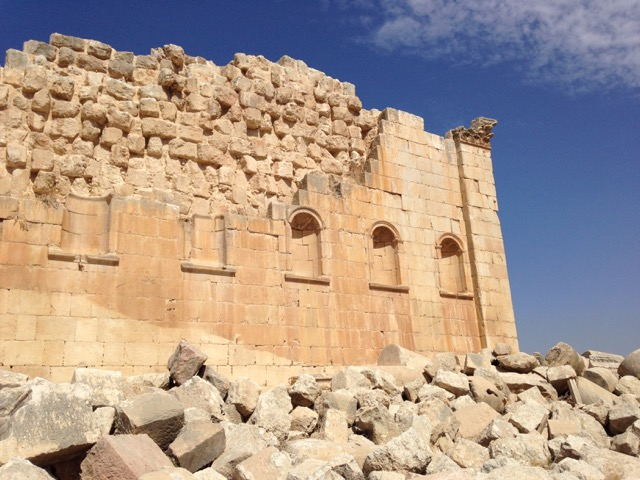 Jerash: The Most Spectacular Roman Ruins You've Never Heard Of - www.nonbillablehours.com #travel #jordan